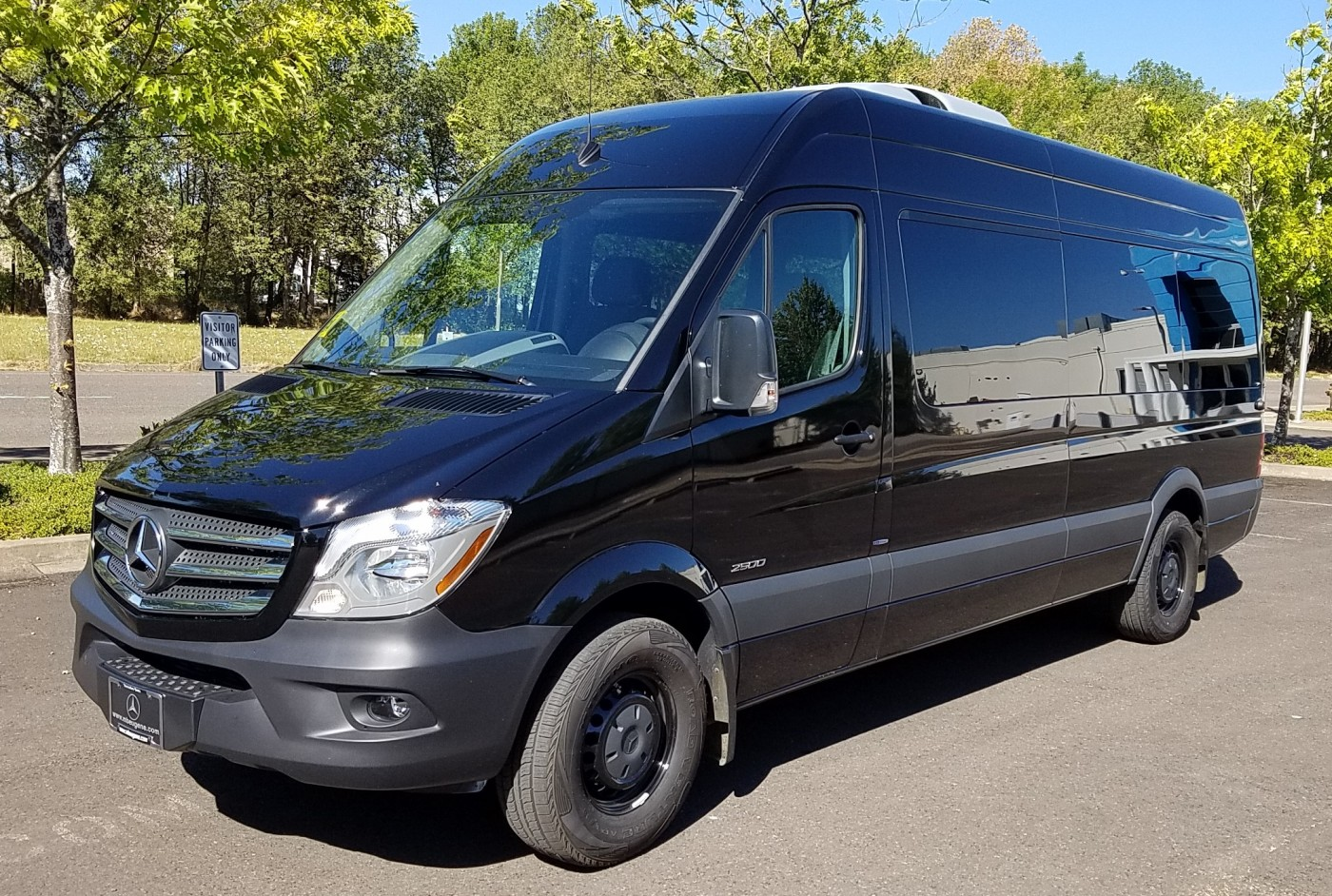 Airport car service corporate car town car eugene for Mercedes benz sprinter service